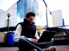 guy_with_laptop